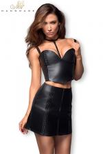 Jupe courte F171 faux cuir zipée : Jupe courte faux cuir avec incrustations tressées, et zip intégral devant et derrière.