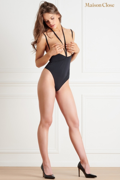 Body string seins nus noir Le petit secret